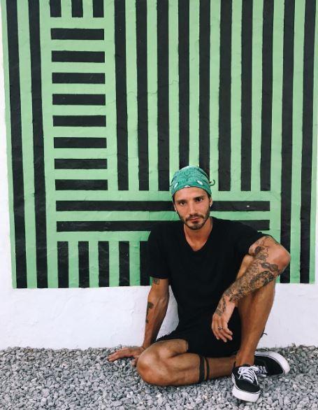 Andrea Iannone senza Belen al mare e senza costume