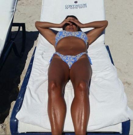 Ana Laura Ribas, pancia in dentro e petto in fuori per un bikini perfetto