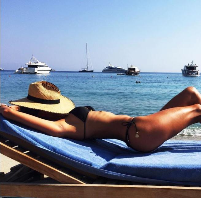 Alessandra Ambrosio, bikini perfetto baciato dal sole