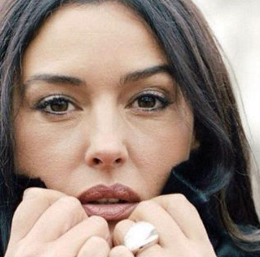 Monica Bellucci come una Madonna