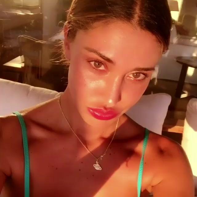 Andrea Iannone compie gli anni: la romantica serata con Belen Rodriguez
