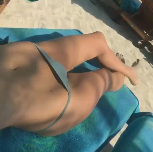Alessia Marcuzzi in bikini, che movimento sensuale!