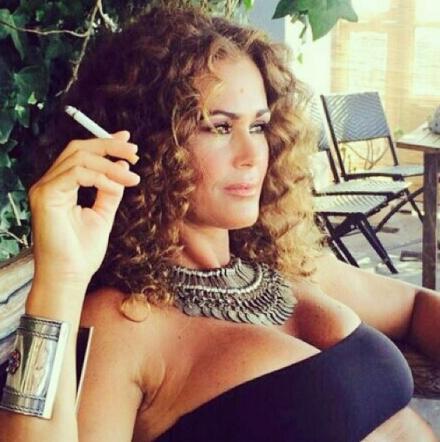 De Grenet Calendario.Samantha De Grenet Scatto In Topless Senza Tempo Tgcom24