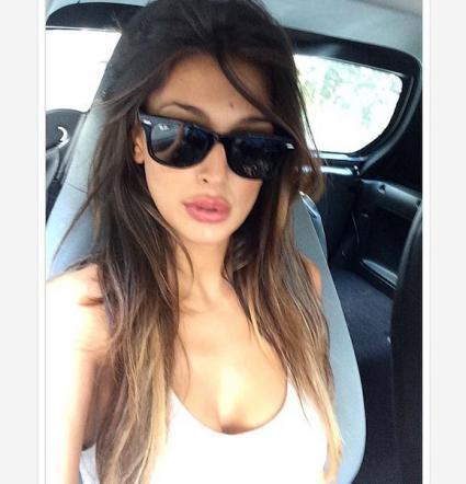 Selfie in auto, i vip si scatenano
