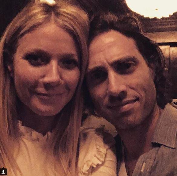 Gwyneth Paltrow conferma il matrimonio con Brad Falchuk: prima copertina di coppia