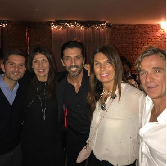 Buffon beato tra le donne: eccolo a cena con Ilaria, Veronica e Guendalina