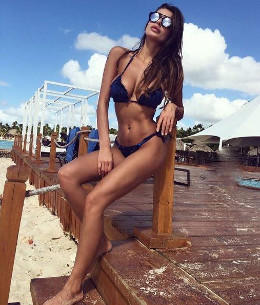 Cristina Buccino, ballo hot sul balcone