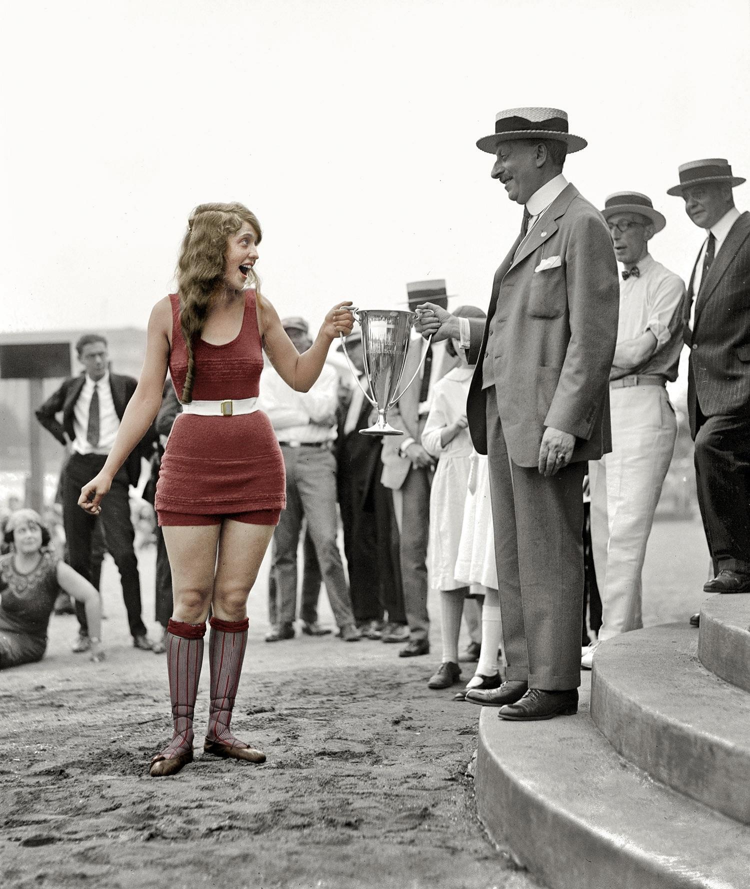 Passerella vintage, reginette di bellezza Usa agli inizi del secolo scorso