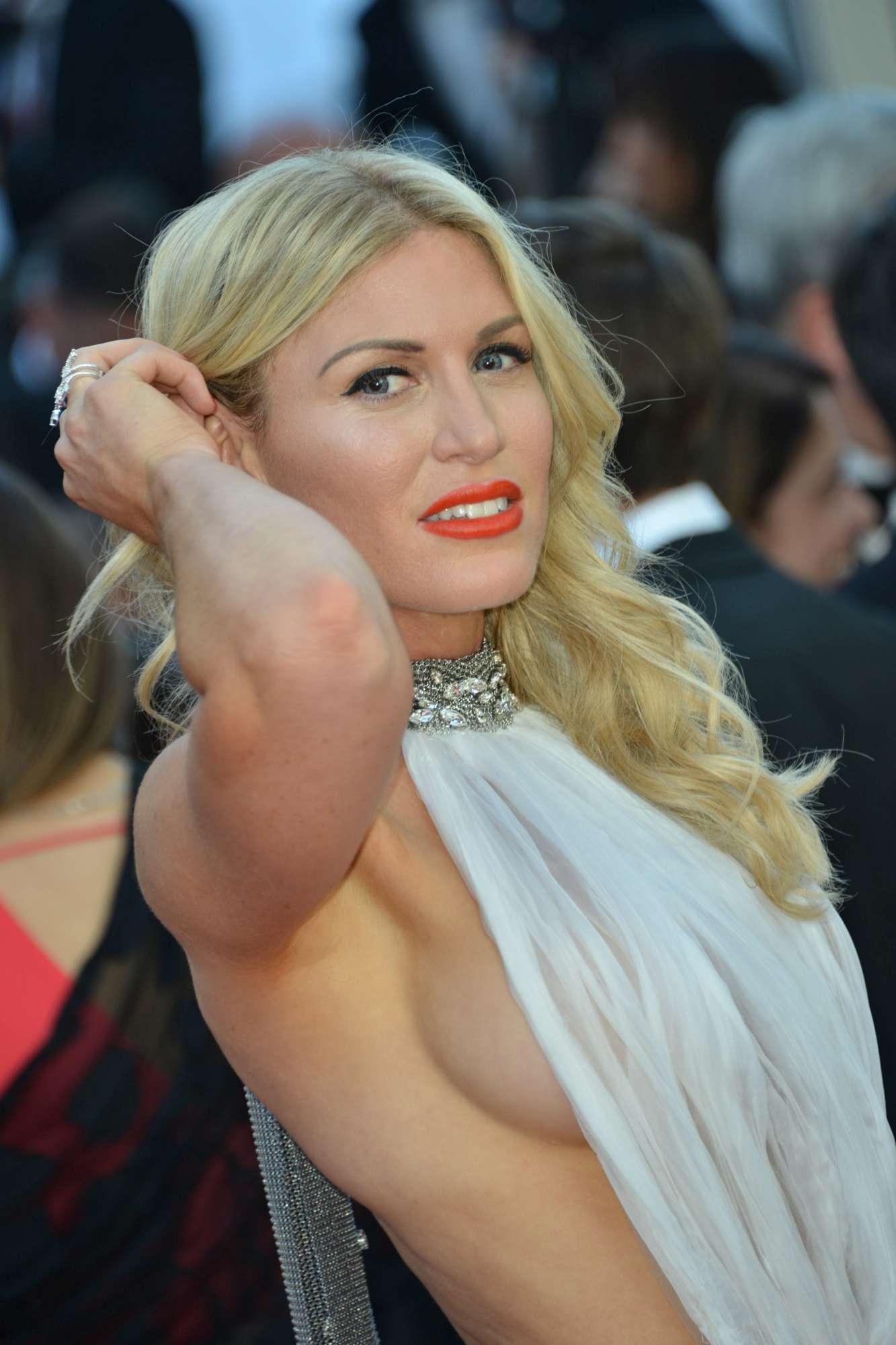 Cannes 2017, le bellezze illuminano il red carpet