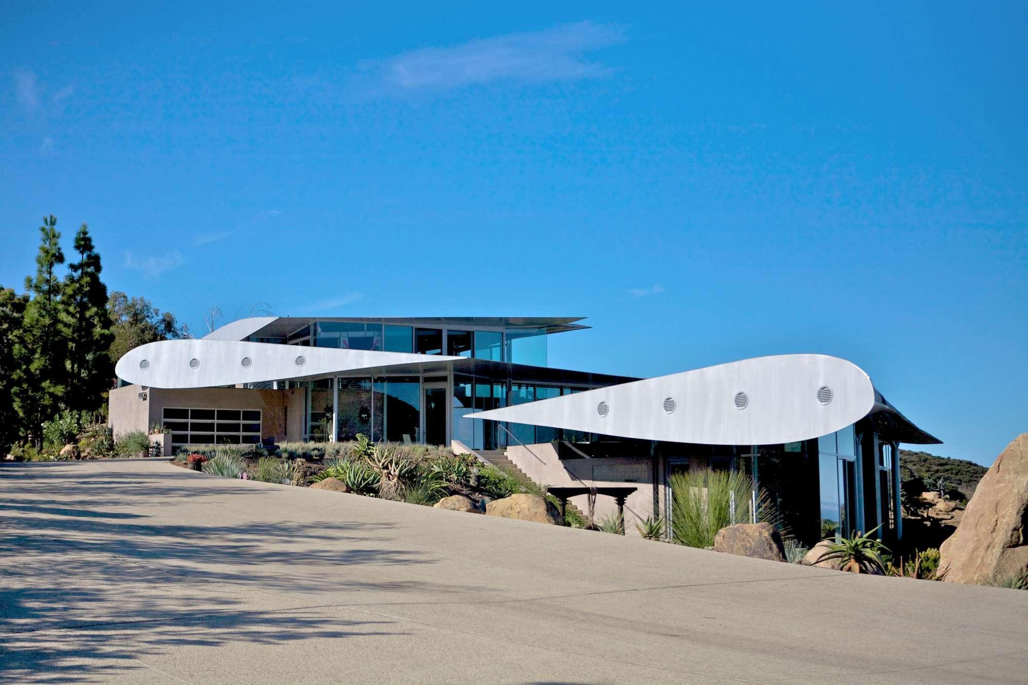 Malibu ecco la casa costruita con un vero boeing 747 for Casa costruita