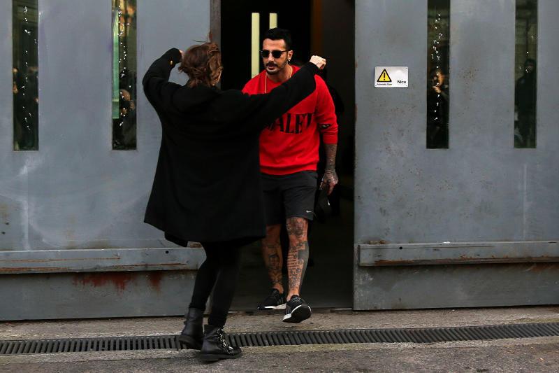 Fabrizio Corona esce dal carcere, Silvia gli va incontro a braccia aperte