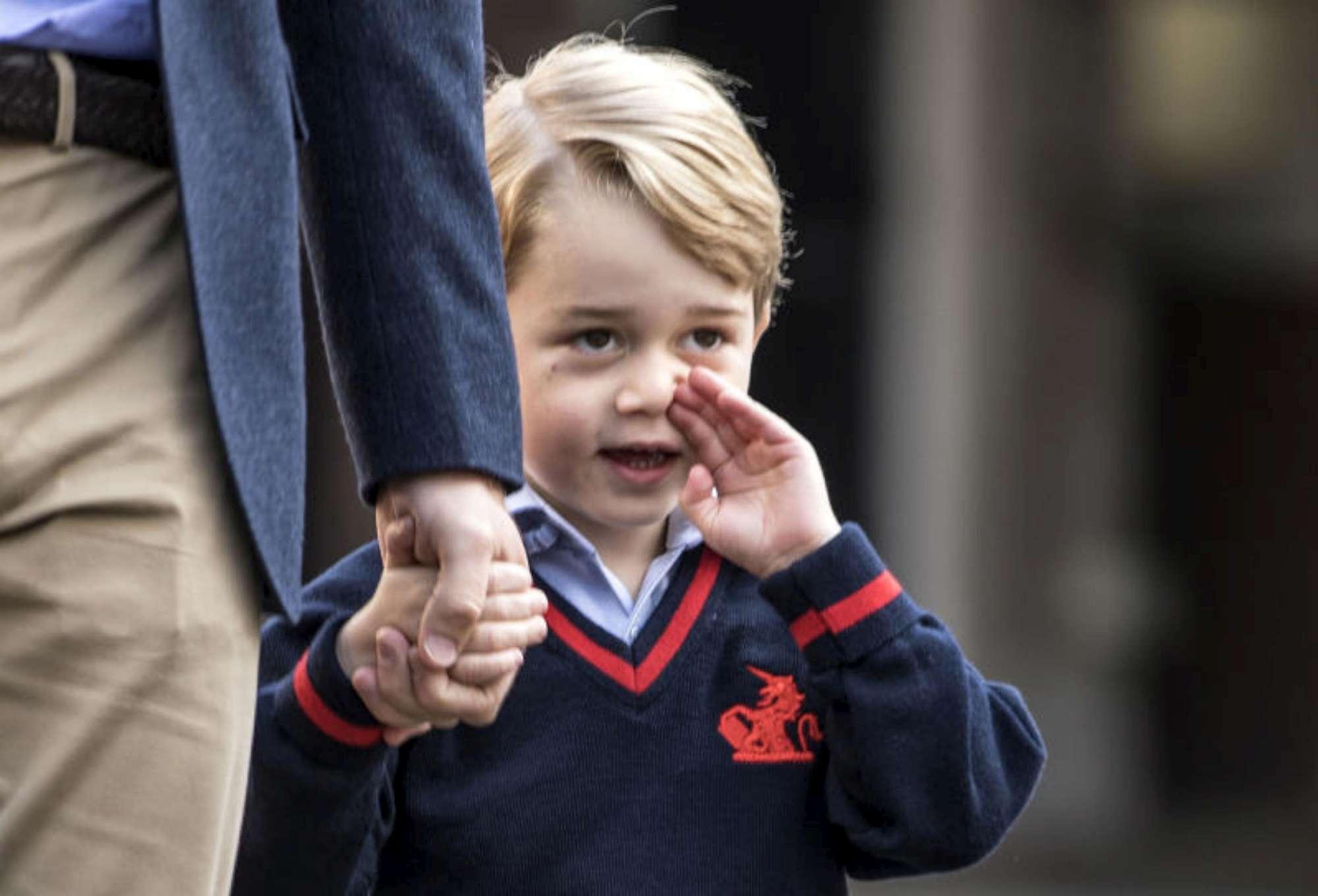 Primo giorno di scuola per il principino George senza mamma Kate