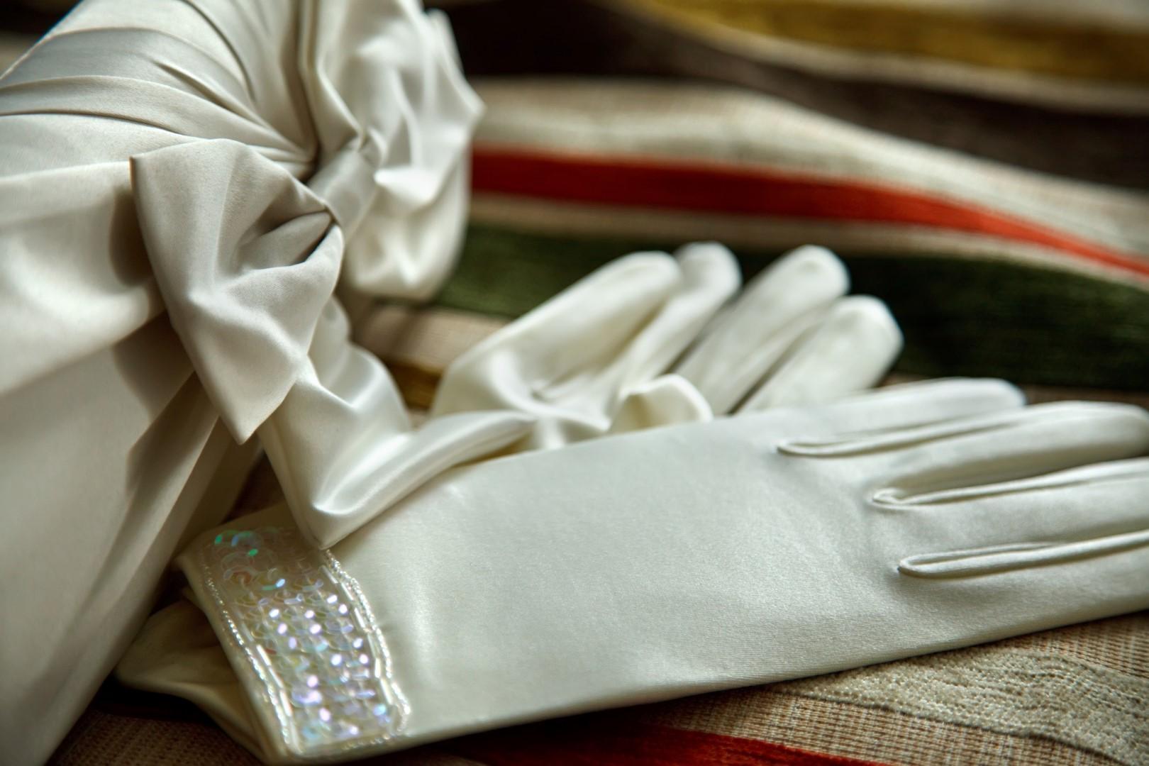 Giorno del sì: i guanti per la sposa