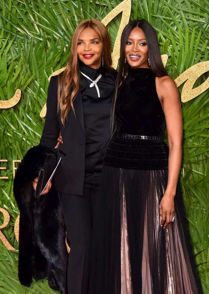 Naomi Campbell e Valerie Morris, quando figlia e madre sembrano sorelle!