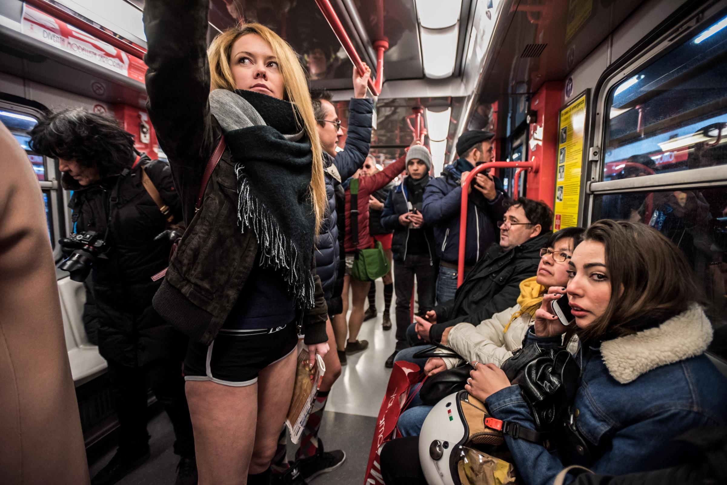 No pants day: a Milano, Londra e Vancouver tutti in metro in mutande