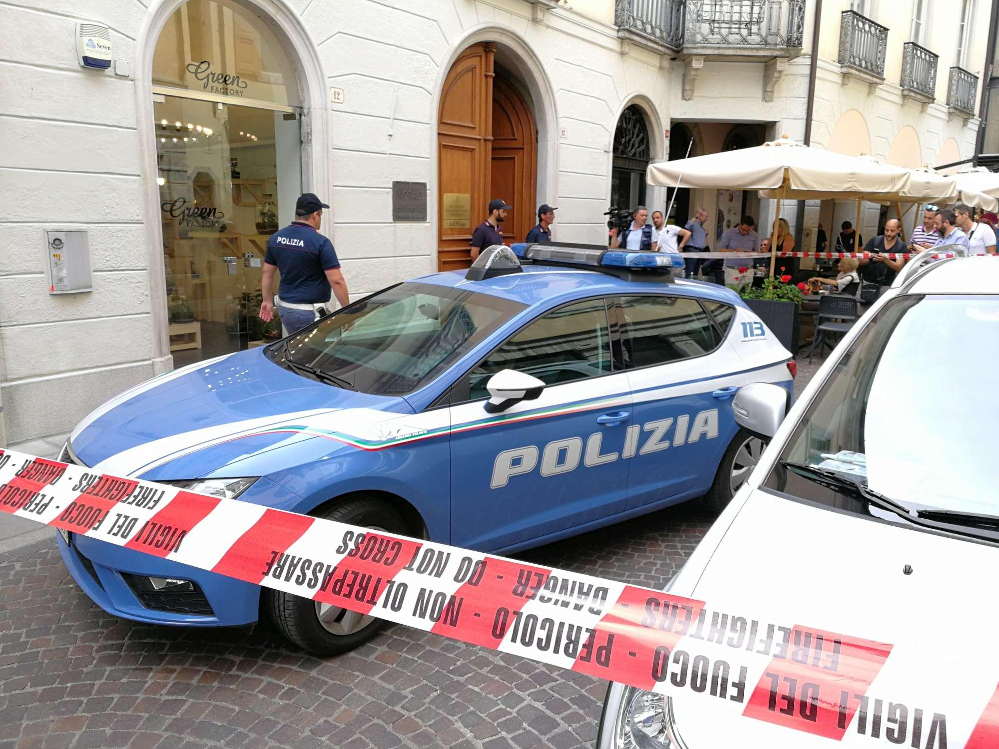 Omicidio-suicidio in uno studio di un notaio a Udine