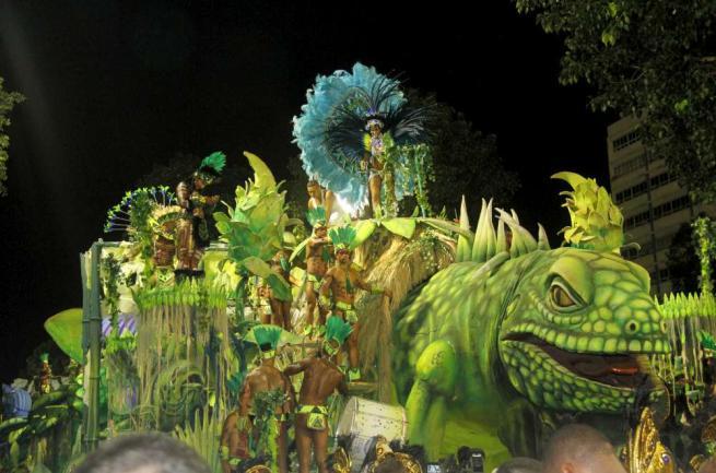 Brasile: Rio de Janeiro si colora per il Carnevale ma il virus Zika fa paura