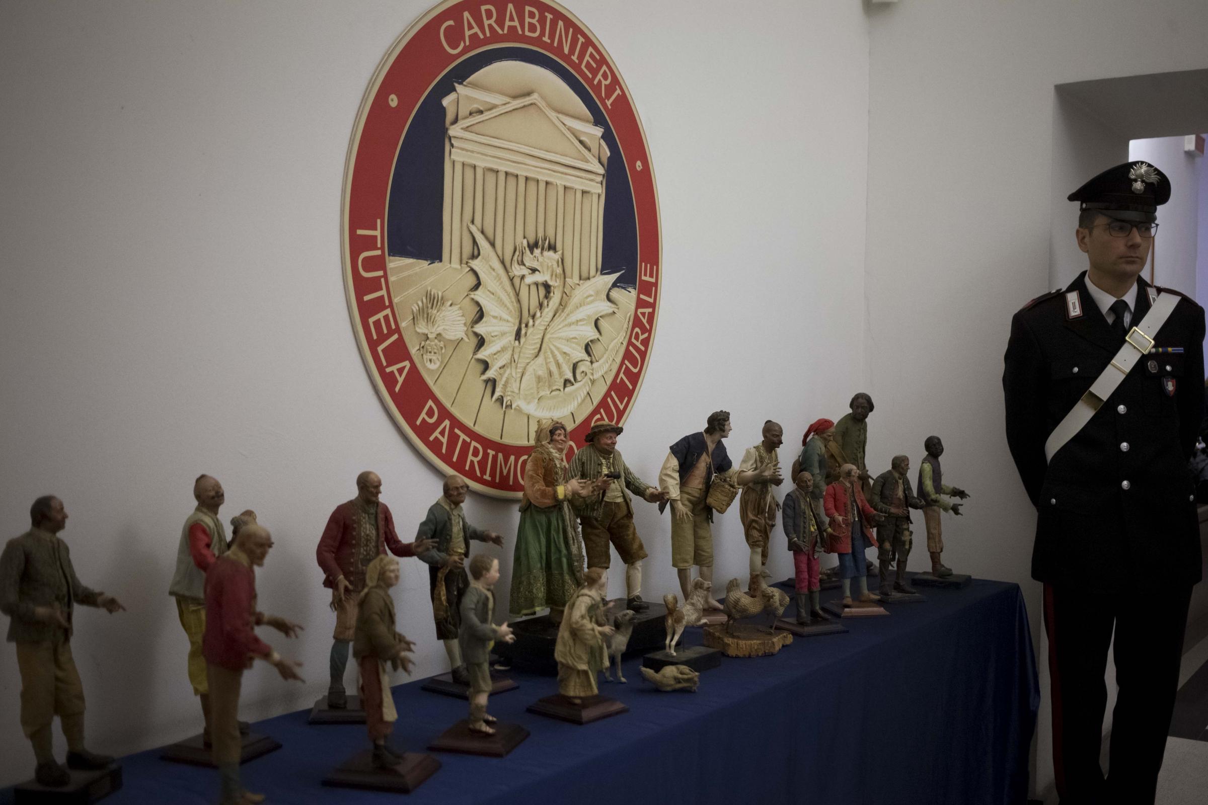 Napoli, recuperati 250 pastori di presepi del  700