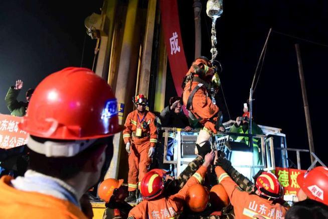 Cina, crolla una miniera di gesso: quattro operai tratti in salvo dopo 36 giorni