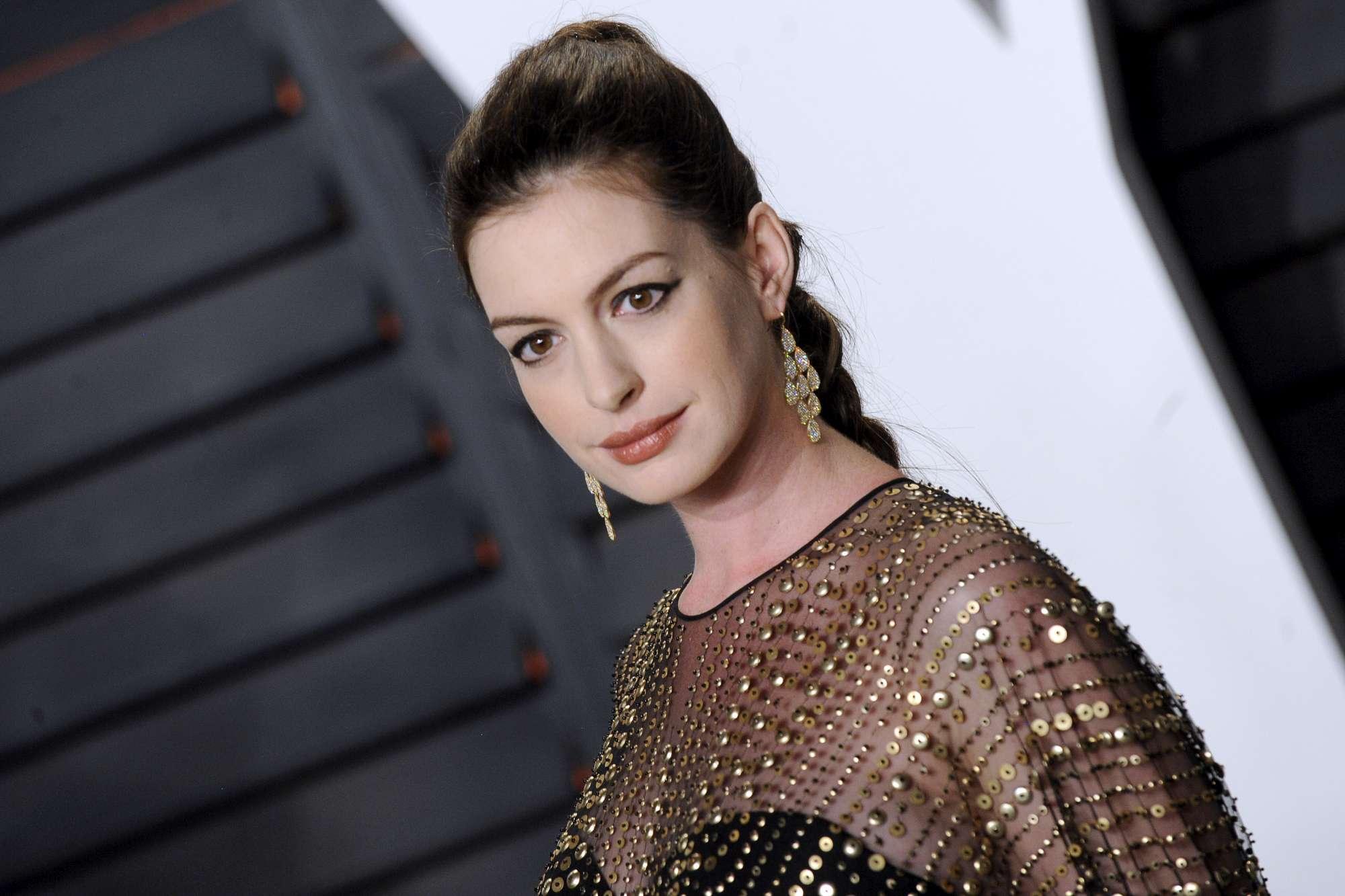 Fiocco azzurro per Anne Hathaway: è nato Jonathan Rosebanks Shulman