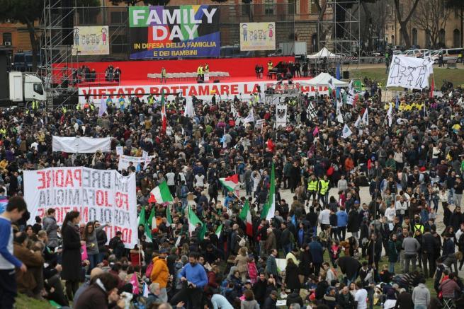 """Family Day, è guerra dei numeri: """"Siamo 2 milioni"""", ma in piazza non ci stanno"""