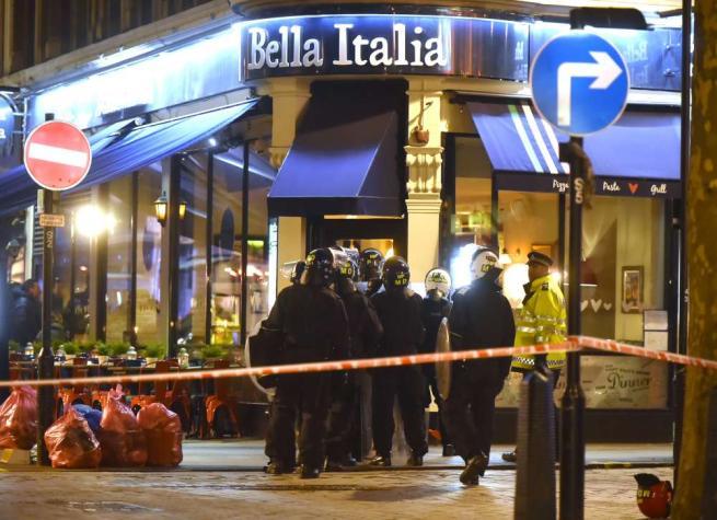 Londra, arrestato l uomo che aveva preso un ostaggio in ristorante italiano