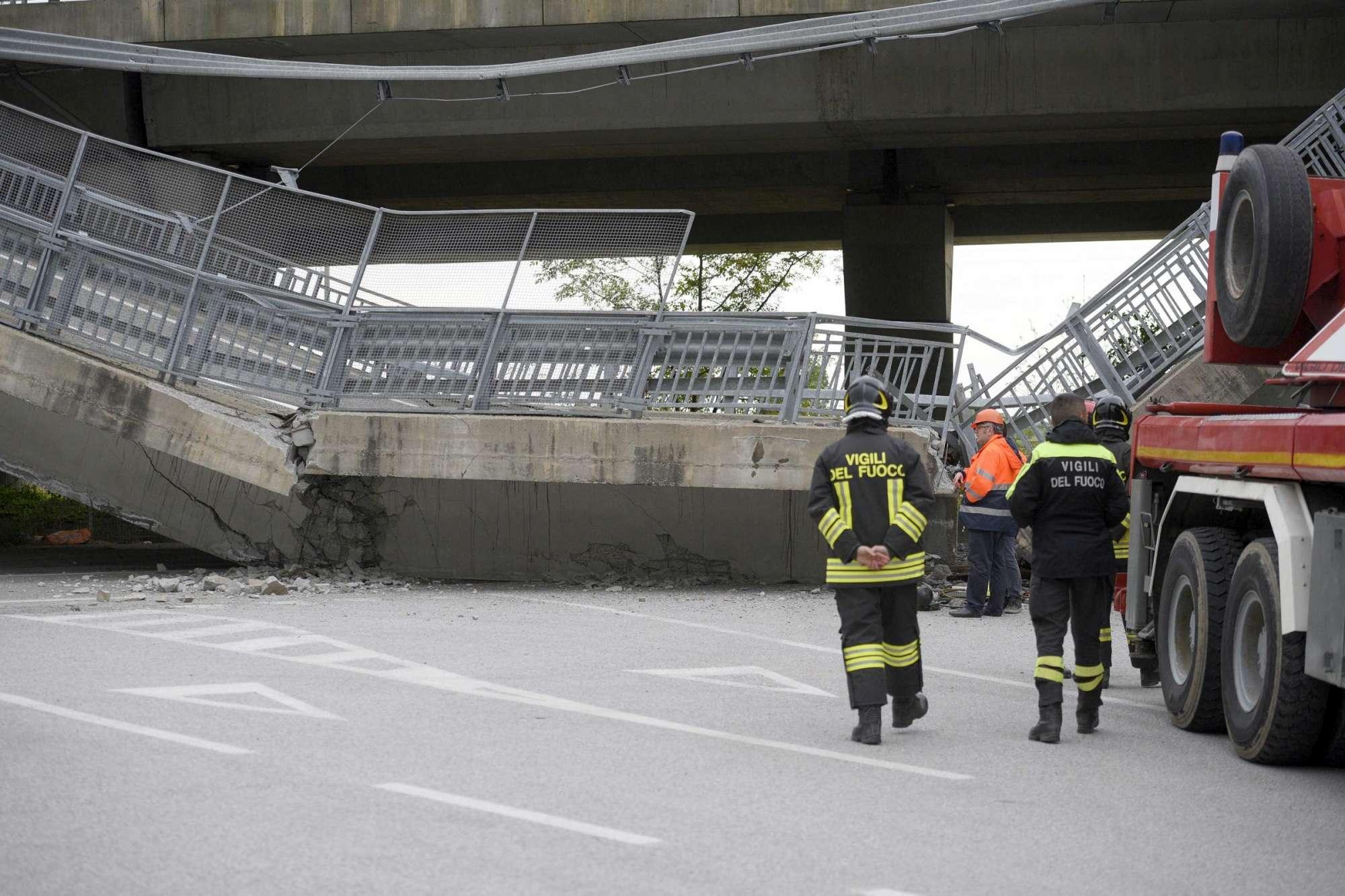 Cavalcavia crolla su un'auto dei carabinieri nel Cuneese