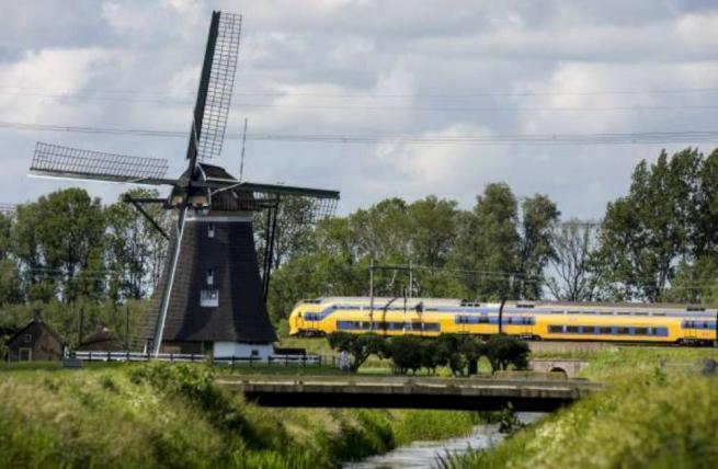Treni sulle ali del vento: in Olanda la prima ferrovia a energia eolica