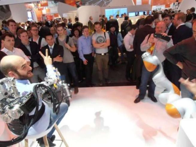 Riabilitazione a domicilio, è italiano il primo robot indossabile teleguidato