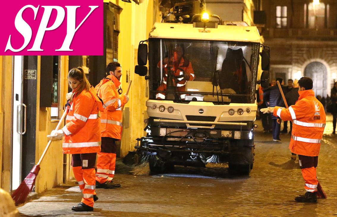 Amici , gli allievi in punizione puliscono le strade di Roma