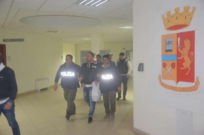 Taranto, spari in strada: morto pregiudicato Feriti due passanti, fermati due fratelli
