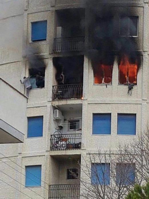 Pescara incendio in una casa a montesilvano un morto e - Cornicione casa ...