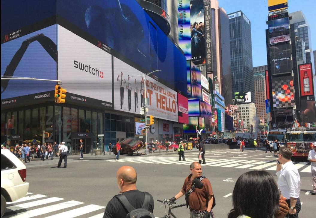 Paura a New York, auto piomba sui pedoni