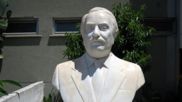 Palermo, decapitata la statua di Giovanni Falcone