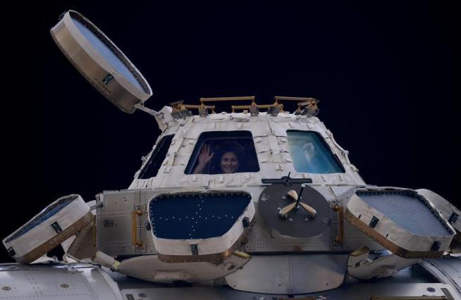 Missione conclusa per Samantha Cristoforetti, ecco le ultime foto dallo spazio