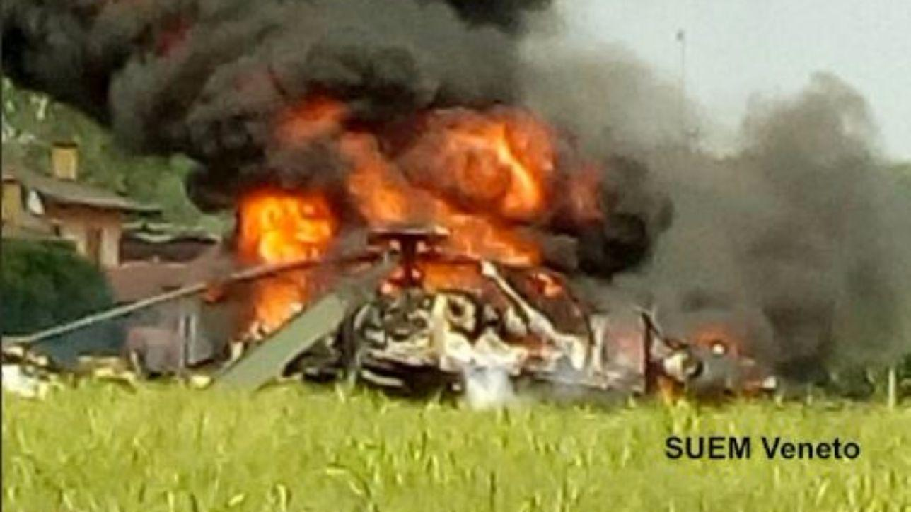 Elicottero Mediaset : Padova elicottero militare cade durante atterraggio d