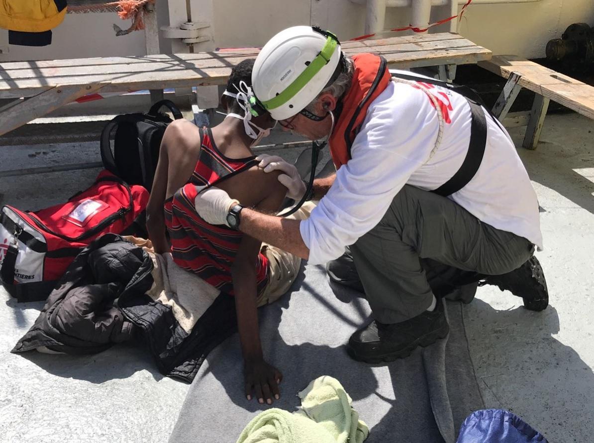 A Palermo la  nave dei bambini : 250 minori su 600 migranti salvati