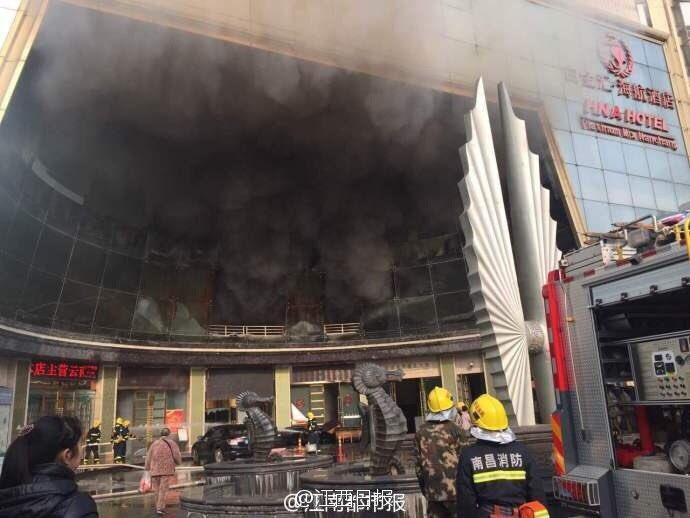 Cina. Scoppia incendio in un hotel di Nanchang, diverse persone intrappolate