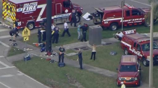 Florida, sparatoria in una scuola: almeno 16 morti e decine di feriti