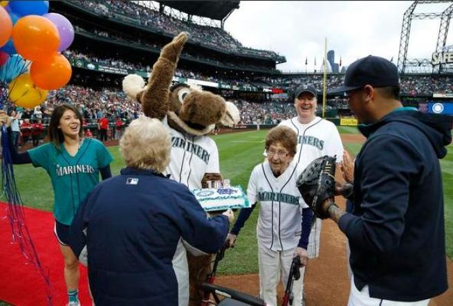 Baseball, a Seattle la lanciatrice più vecchia del mondo: sul diamante a 108 anni