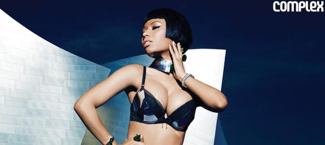 """Nicki Minaj si spoglia e confessa: """"Voglio diventare mamma"""""""