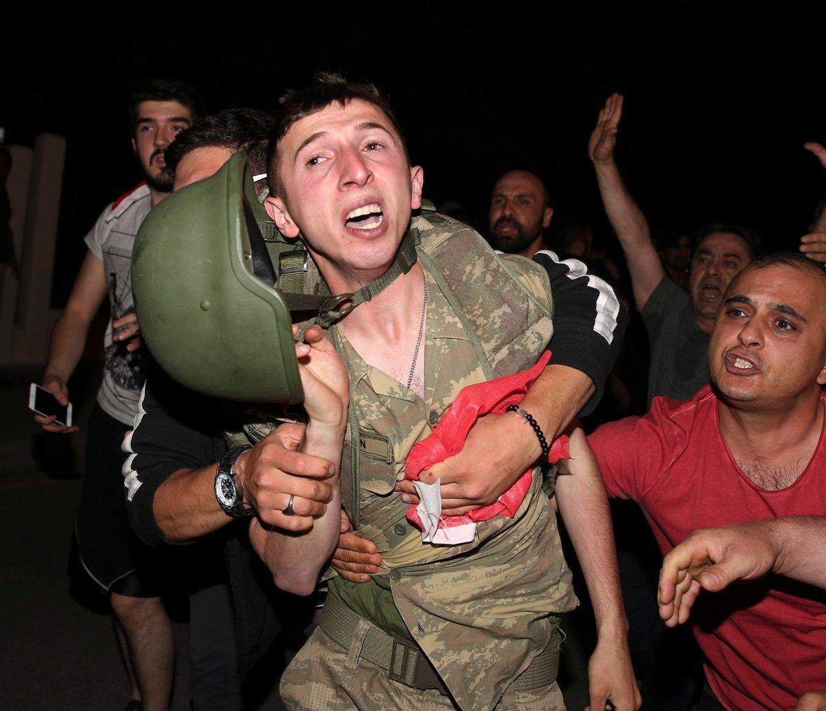 Golpe fallito, inizia la resa dei conti: centinaia di militari arrestati