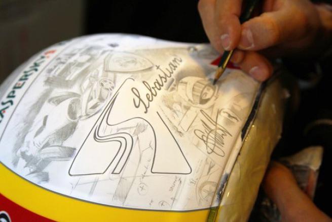Nuovo casco per Vettel: c'è Enzo Ferrari