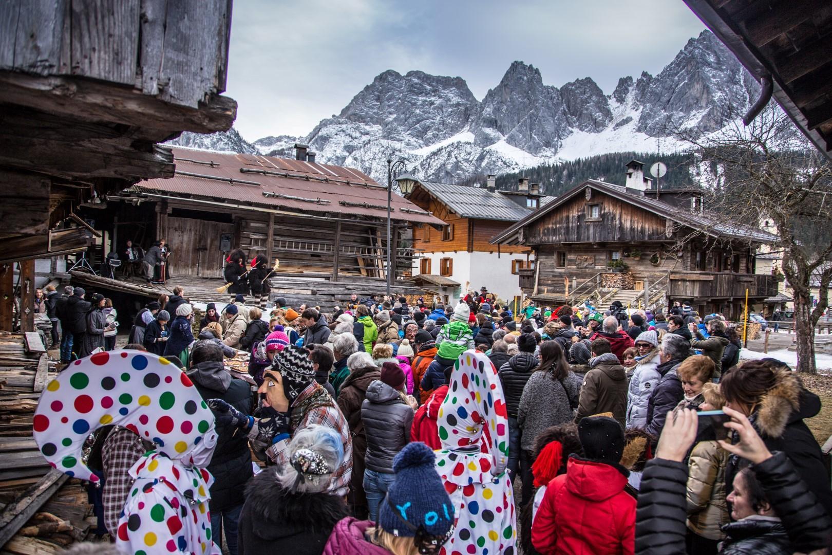 Re Carnevale impazza dalle Alpi al mare
