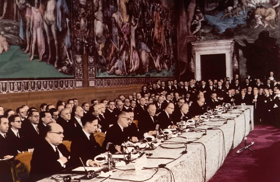 I 60 anni dei Trattati di Roma, la foto del 1957 a confronto con quella del 2017