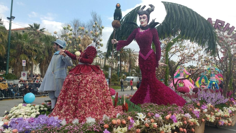Sanremo in fiore: sfilano i carri coperti di petali