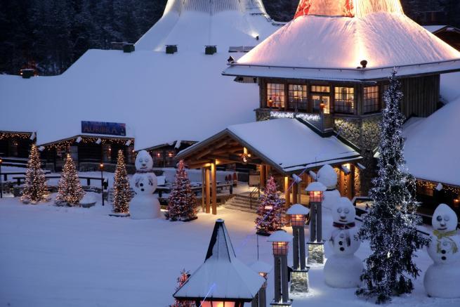 Dove Si Trova Ora Babbo Natale.Finlandia Ecco Dove Vive E Lavora Babbo Natale Tgcom24