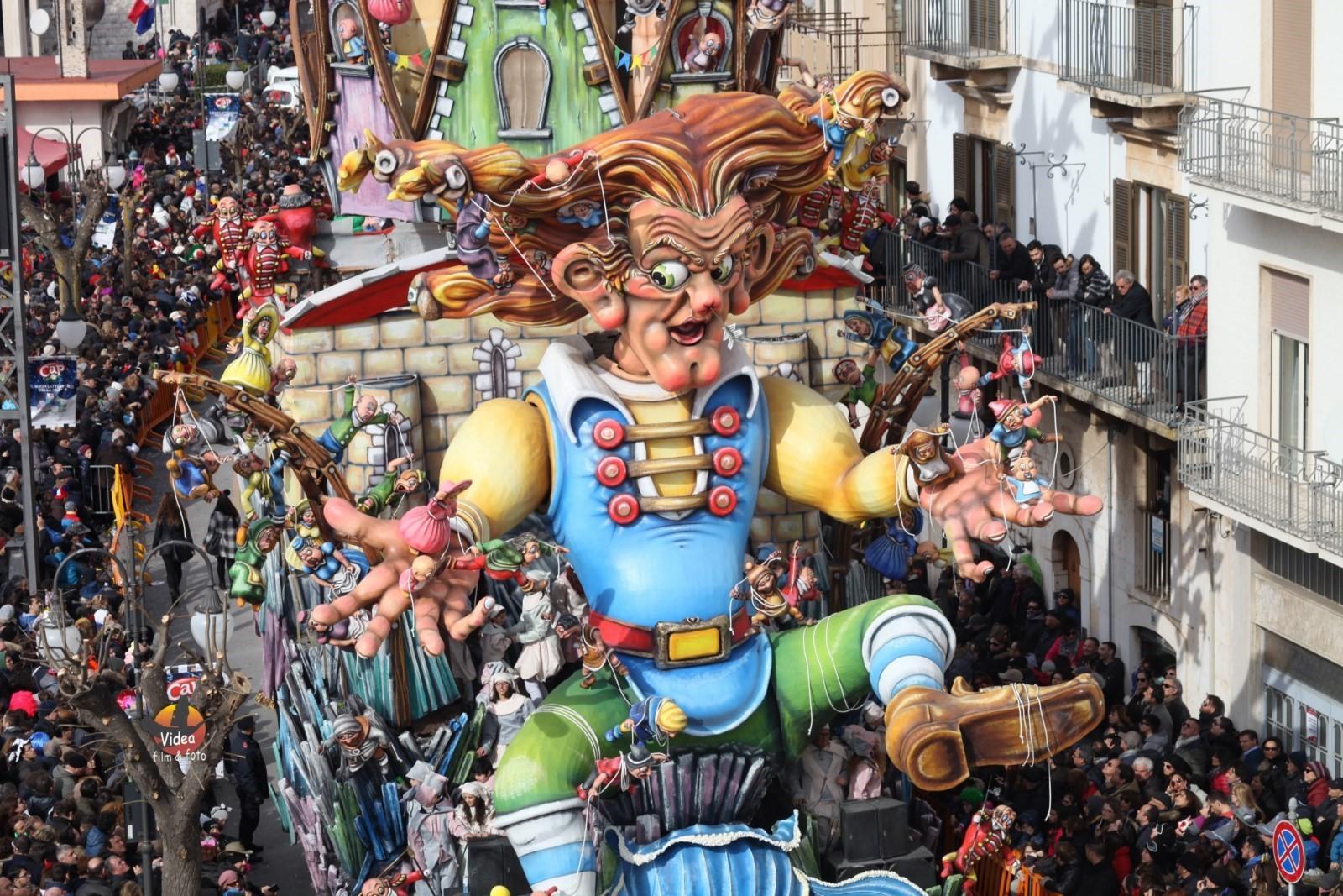 Puglia: a Putignano il carnevale più antico d'Europa