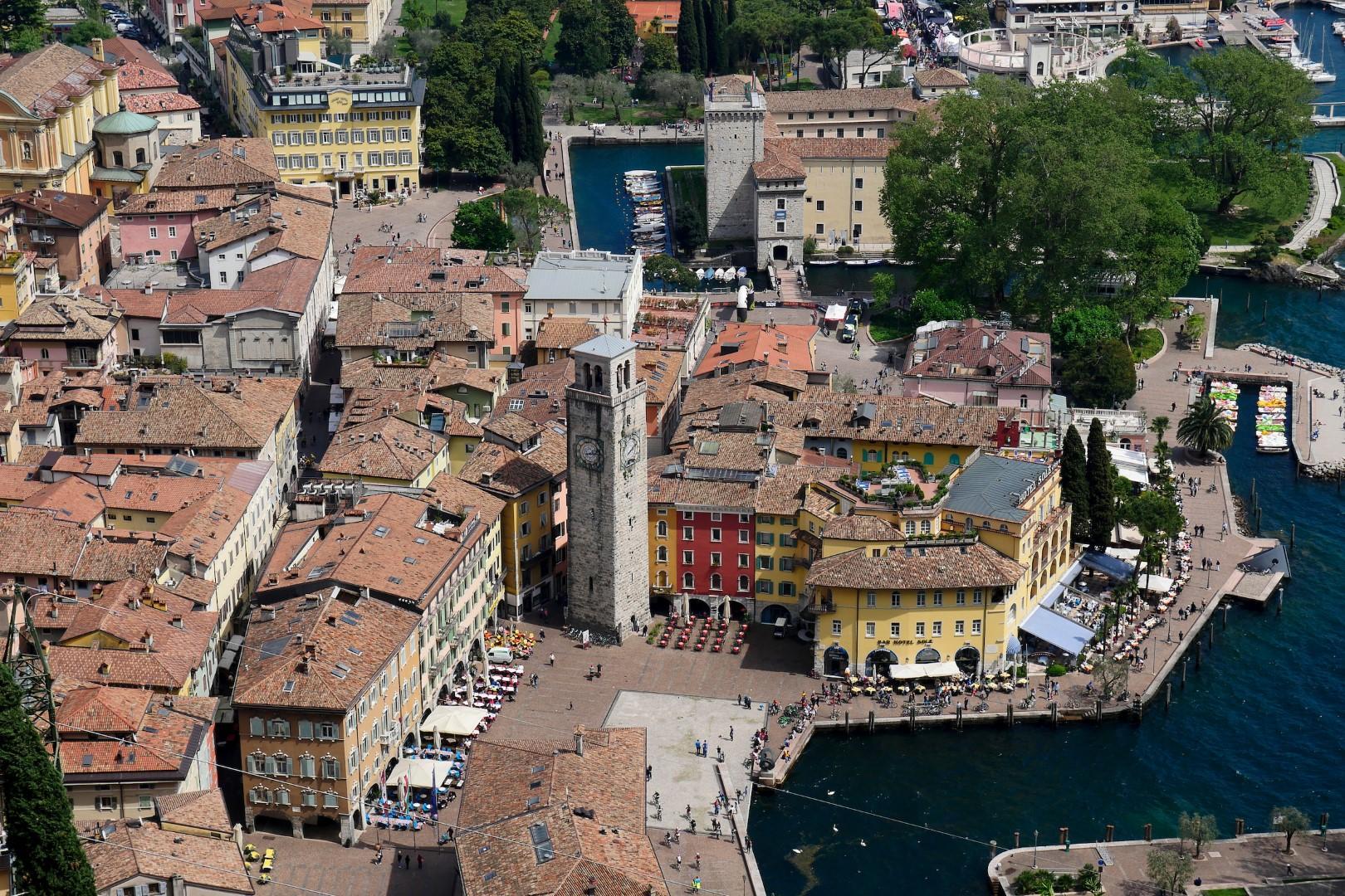 Ufficio Lavoro Riva Del Garda : A riva del garda una festa dellenogastronomia tgcom24