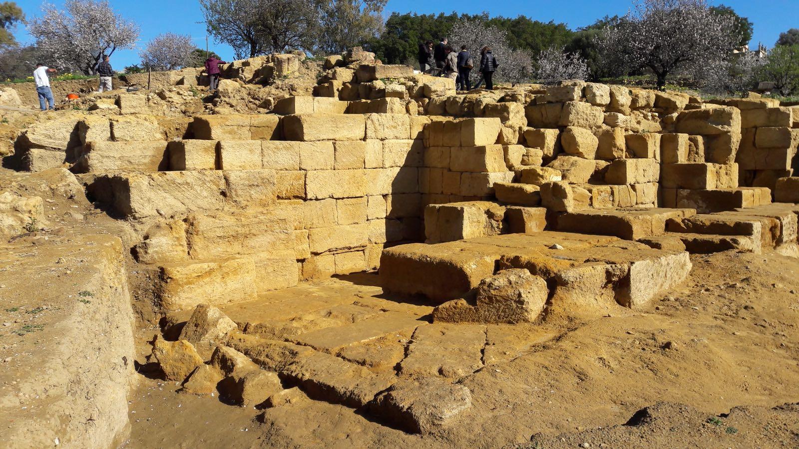 Ritrovato ad Agrigento il  biberon  degli antichi greci